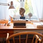 Astrid Lindgren sai oman työhuoneen vasta vuonna 1958, kun puoliso oli kuollut ja lapset muuttaneet omilleen.