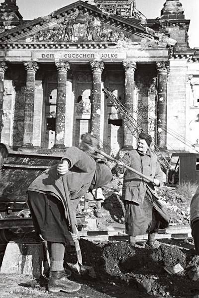Berliiniä puhdistettiin ilmasillan aikana