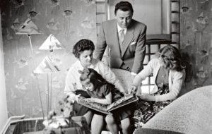 Olavi ja Irene Virta sekä tyttäret vuonna 1956.