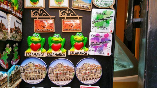 Sammakkoaiheinen matkamuisto lähtee monen mukaan Salamancasta.
