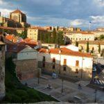 Auringon laskiessa Salamanca on lumoavimmillaan. Myös aamuvirkut palkitaan kultaisten säteiden ilottelulla.
