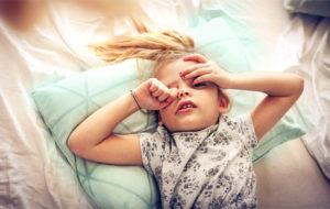 Lapsi herää paremmin äidin kuin palohälyttimen ääneen