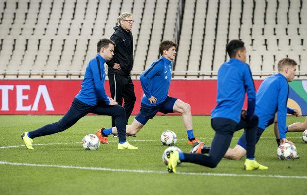 Markku Kanerva ohjasi maajoukkueen viimeistelyharjoitusta Ateenan olympiastadionilla keskiviikkona.