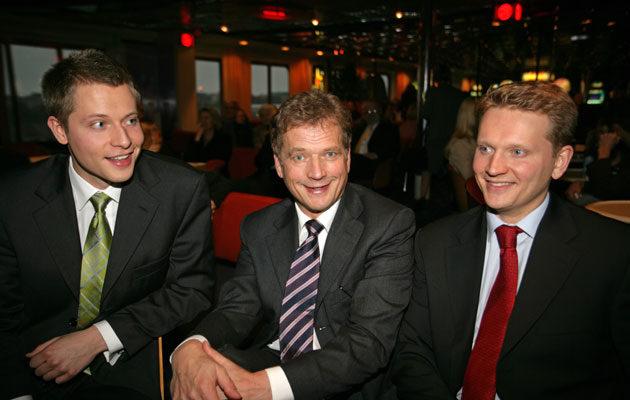 Vuonna 2005 Sauli Niinistön pojat Matias ja Nuutti nähtiin mukana vaaliristeilyllä.