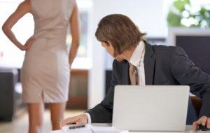 Seksuaalinen häirintä töissä