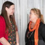 Anja Snellman kertoi toimittaja Hertta-Mari Kaukoselle, millaista oli kirjoittaa hänelle rakkaasta Kreetasta.