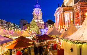 Weihnachtszauber Gendarmenmarktin joulumarkkinoilla vierailee vuosittain yli 600 000 ihmistä.