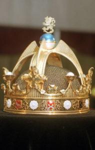 Suomen kuninkaalle Väinölle tarkoitetun kruunun jäljennös Kemin jalokivimuseossa 14. tammikuuta 1997. Suomen kuninkaaksi valittiin 1917 saksalainen Hessenin prinssi Friedrich Karl, josta ei koskaan tullut kuningasta.