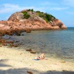 Redangilla löytää omaa tilaa. Rauhallisinta rannoilla on arkipäivinä.