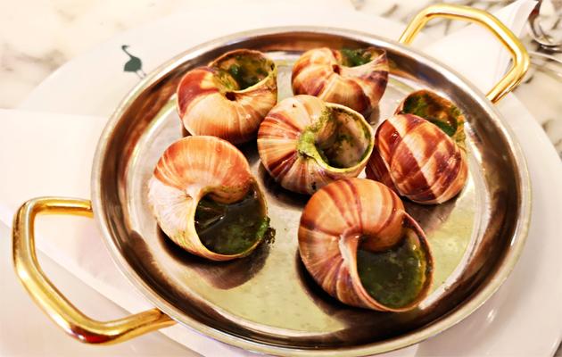 Älä unohda klassikoita – etanoita yrttivoissa Comptoir de la Gastronomien tapaan.