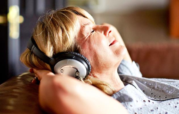 Selätä väsymys, kuuntele musiikkia