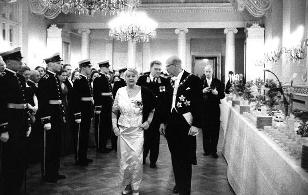 Vuonna 1957 presidentti Urho Kekkonen isännöi linnassa itsenäisyyspäivän vastaanottoa.