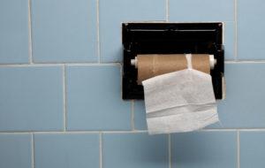 Saga Caren hoivakodissa muistisairas joutuu maksamaan wc-paperin rullanvaihdosta 15 euroa.