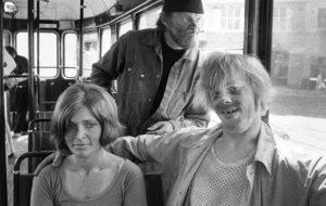 Elokuvan ja viihteen monitoimimies Pertti  Spede  Pasanen, Vesa-Matti Loiri ja Marjatta Raita elokuvassa Uuno Turhapuro vuonna 1973.