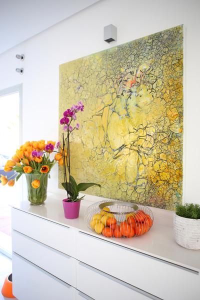 tuoreita kukkia ja hedelmiä