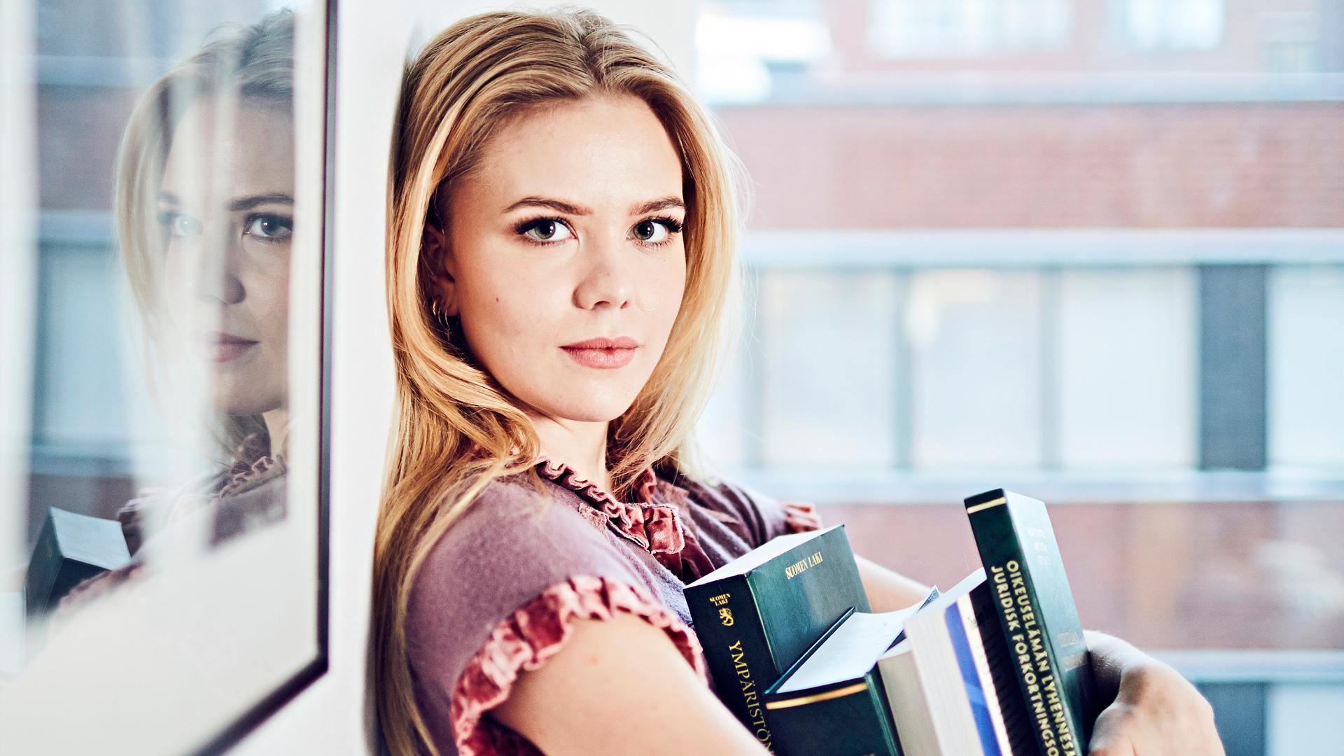 Notaari, oikeustieteiden opiskelija Pihla Koivuniemi