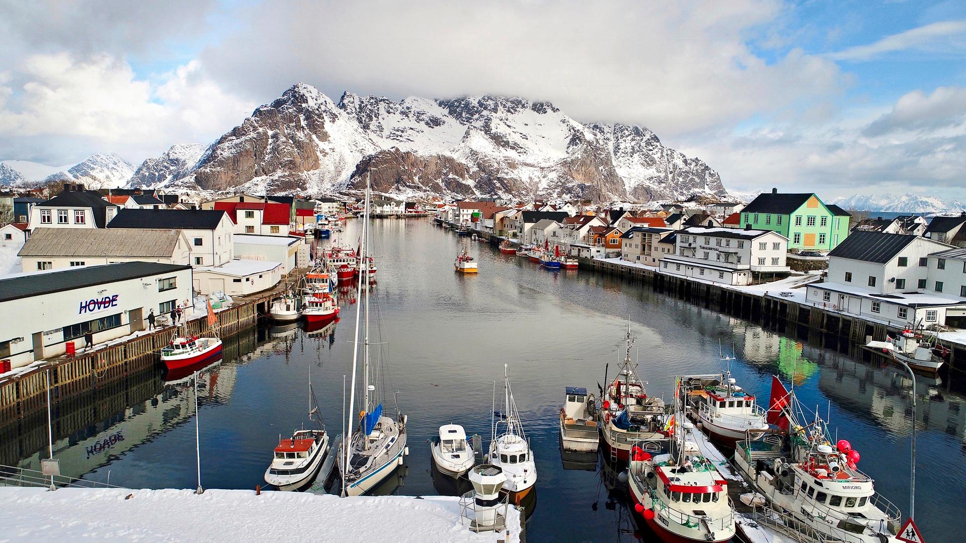Henningvær on noin 400 asukkaan kalastajakylä