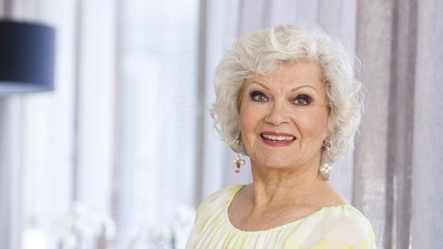 Vieno Kekkonen on kansan rakastama laulaja, joka täyttää kohta 85 vuotta.