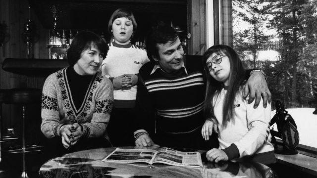 Laulaja Reijo Taipale, vaimonsa Anita ja lapset 9.2.1978.