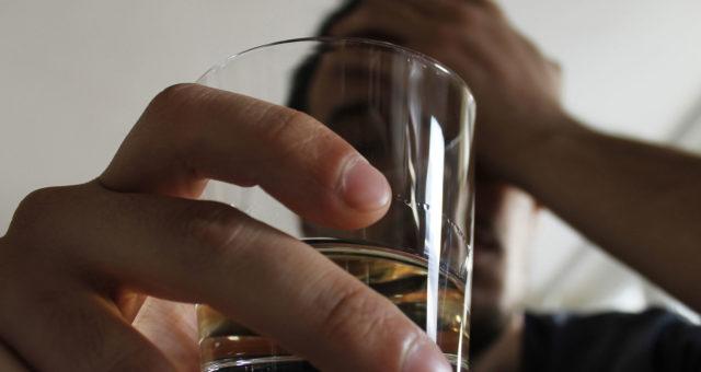 Alkoholiriippuvuuden hoitoon on tarjolla uusi sovellus.