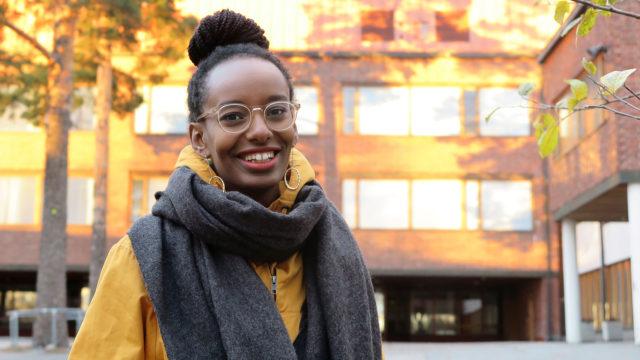 Bella Forsgren, 27, pääsi vihreiden edustajana eduskuntaan.