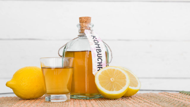 Kombuchan terveyshyötyöjä ei ole tieteellisesti todistettu. Juoma sisältää myös terveysriskejä.
