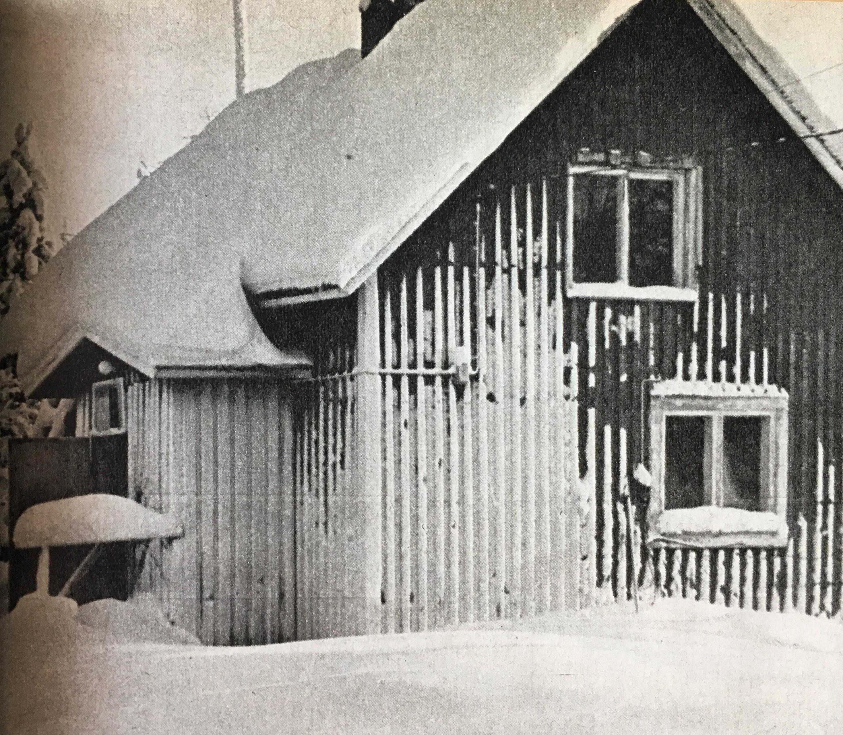 Korkkosen perheen talo on vaatimaton näköinen ulkoapäin, mutta se on silti aivan eri luokkaa kuin entinen asunto. Isä Reijo on kunnostanut taloa sisältä. Seuraavaksi korjaillaan ulkolaudoitusta.