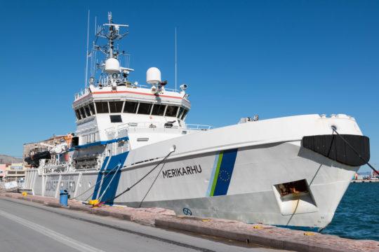Rajavartiolaitoksen Merhikarhu-alus lähti Katajanokalta kohti Välimerta.