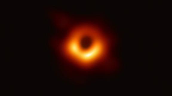 Mustan aukon kuvaamiseen käytettiin kahdeksaa teleskooppia eri puolilla maailmaa