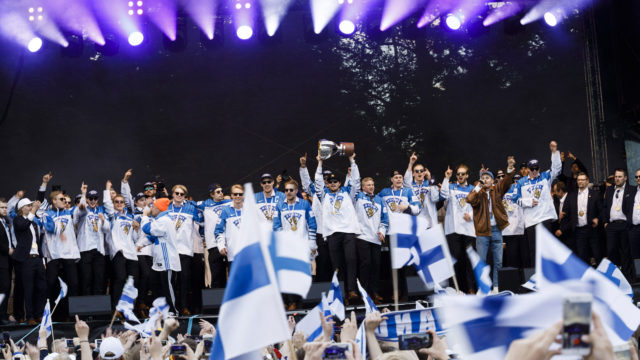 Leijonien kansanjuhla järjestettiin Kaisaniemessä.