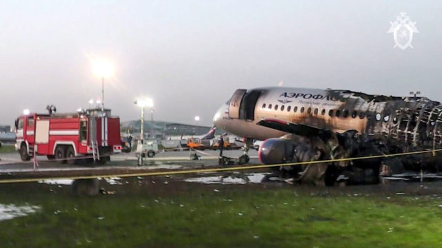 Sunnuntaina 5.5. Moskovan Sheremetjevon lentokenttä peittyi avunhuutoihin ja paksuun savupilveen.