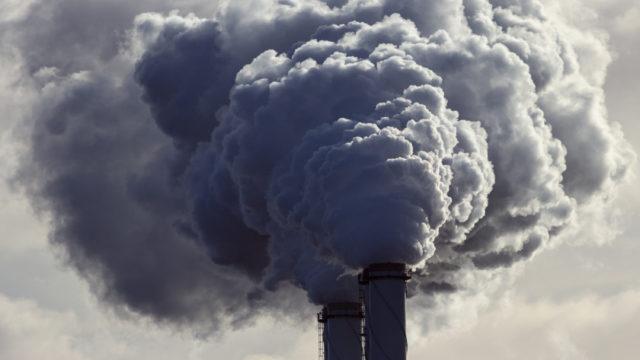Pienhiukkaset ovat usein peräisin teollisuuden päästöistä.