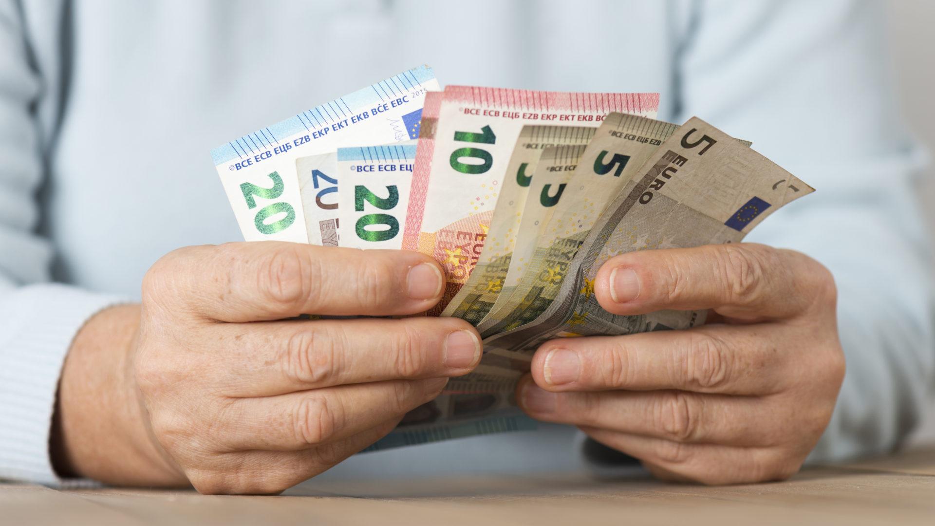 Eläkeikää lähestyvät ovat huolissaan tulevan eläkkeensä riittävyydestä.