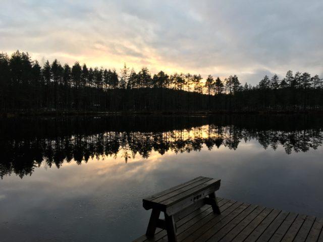 Auringonlaskun aikaan Heisanharjun luonnonsuojelu- ja virkistysalueella.