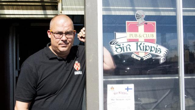 Sir Kippiksen uusi omistaja Kari Mattila haluaa ravintolastaan eurooppalaistyylisen olohuoneen Korson aseman läheisyyteen.