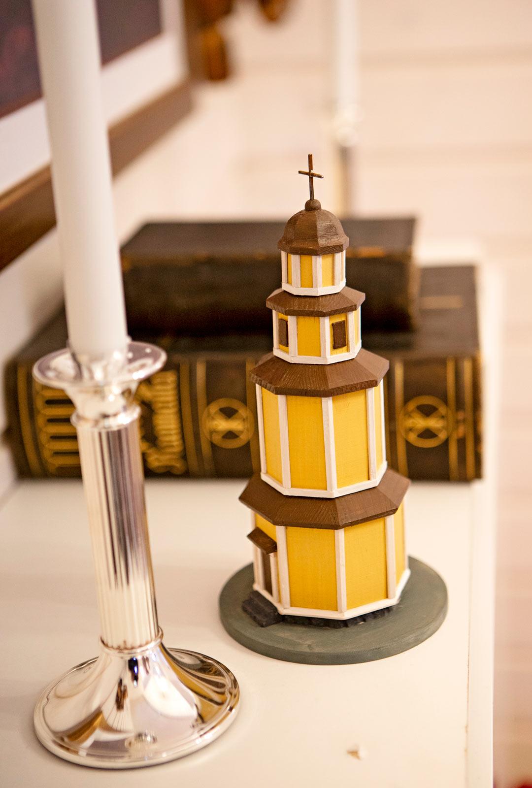Hiitolan kirkon pienoismalli