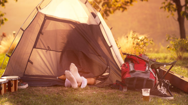 Kesä mahdollistaa seksin harrastamisen muuallakin kuin makuuhuoneessa – teltta on kesäinen paikka viettää laatuaikaa kumppanin tai juhannusheilan kanssa.