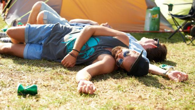 Vältä ylilyönnit alkoholin kanssa kesällä.