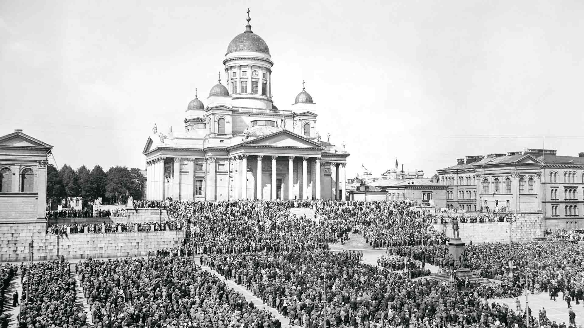 12000 talonpoikaismarssin osallistujaa Senaatintorilla