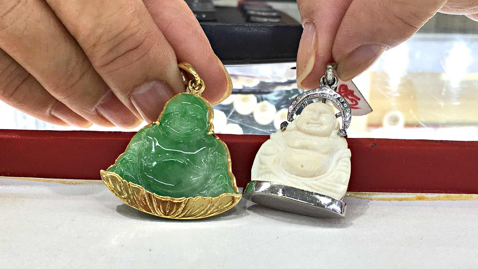 Jade- ja norsunluuriipukset