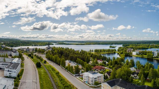 Rovaniemen kauniit maisemat houkuttelevat turisteja ympäri vuoden.