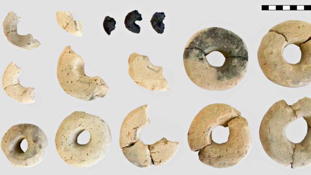 Itävallasta löytyneet pronssikautiset minirinkelit hämmästyttävät tutkijoita