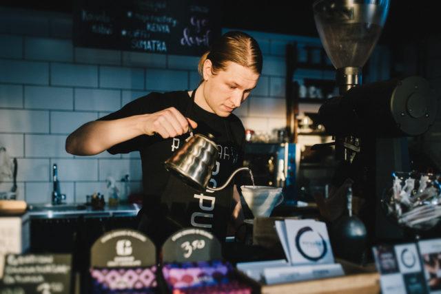 Kahviputiikki Papulaarissa on tarjolla kahvia ja teetä joka makuun.