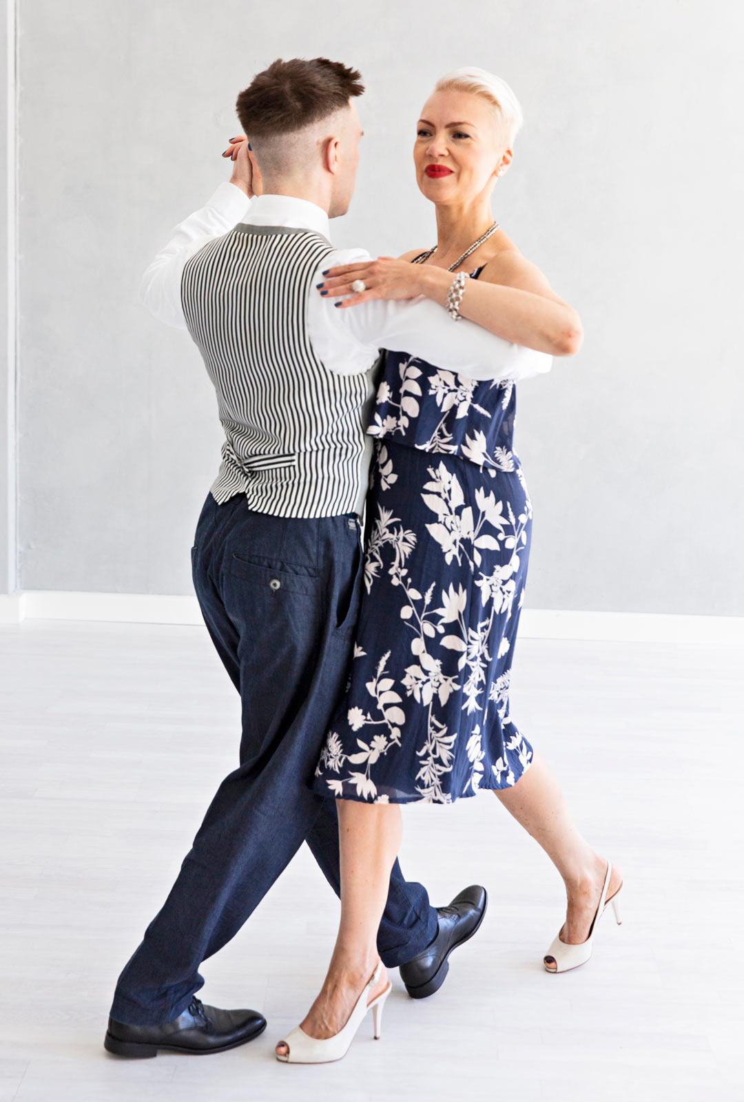 Ensimmäinen askel, tango