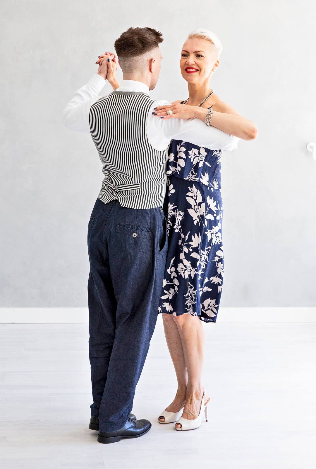Neljäs tanssiaskel, tango