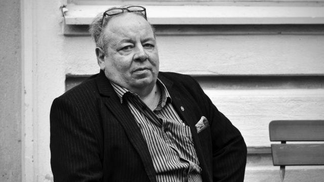 Tietokirjailija ja toimittaja Heikki Haapavaara palkittiin Suomen tietokirjailijat ry:n jakamalla Tietokirjallisuuden edistämispalkinnolla TIETOKIRJA.FI -tapahtuman avajaisissa Helsingissä 30. elokuuta 2017.