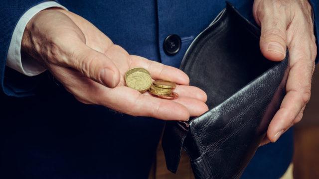 Ikäihmisiltä yritetään huijata rahaa monin keinoin - näin kertovat lukijat.