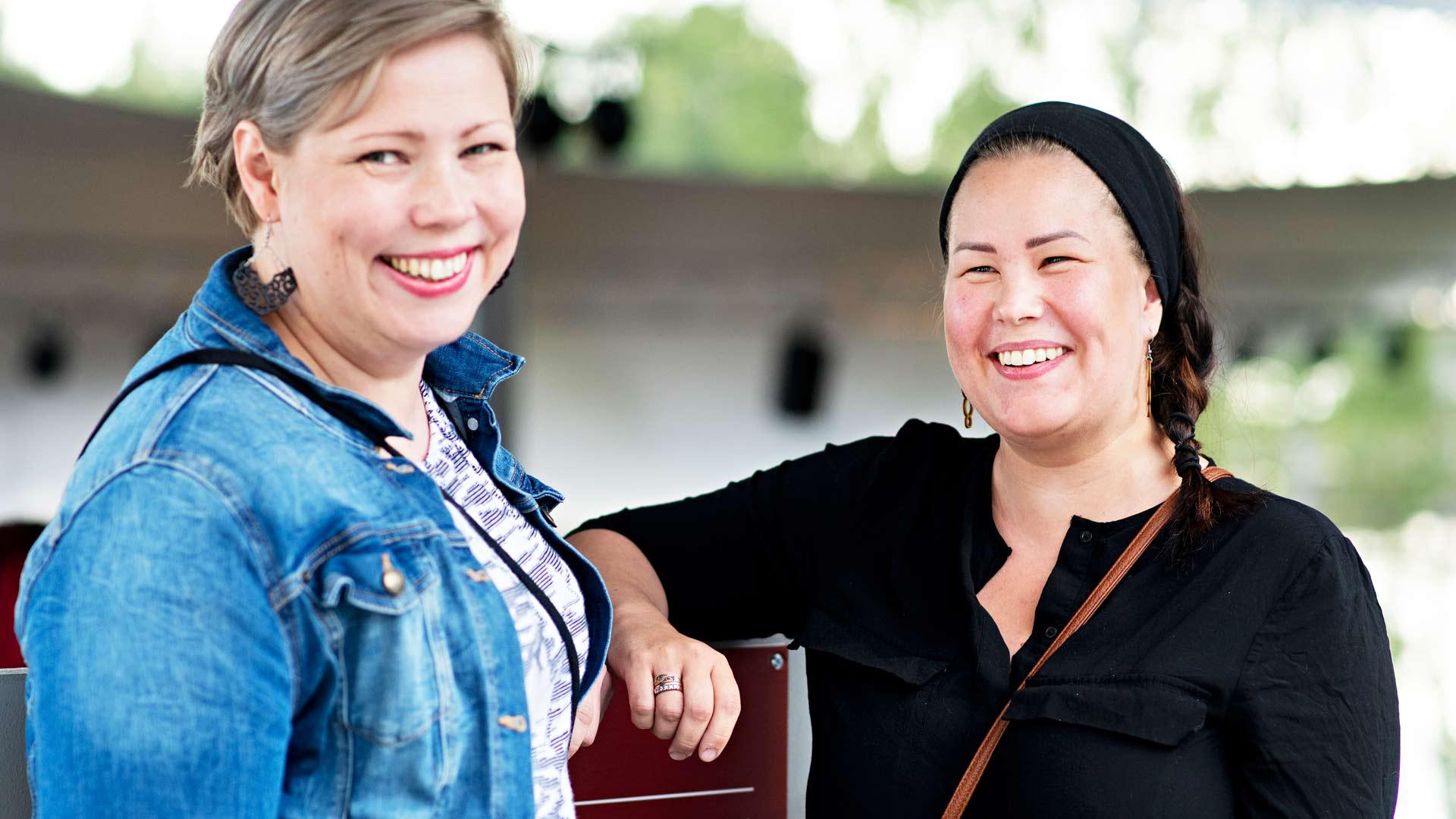 Heli Turpeinen (vas.) ja Sanna-Mari Judin