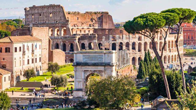 Muinainen taisteluareena Colosseum