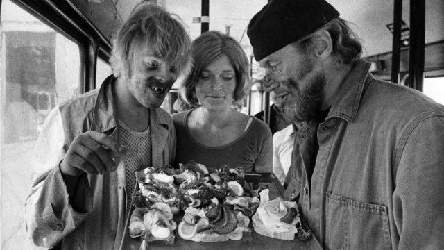 Elokuvan ja viihteen monitoimimies Pertti Spede Pasanen, Vesa-Matti Loiri ja Marjatta Raita elokuvassa Uuno Turhapuro heinäkuussa 1973.